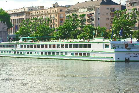 Seine : Bateau à quai